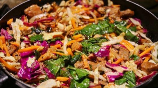 Street food truck menu ideas - Colourful stir fry dish - Photo by Kleine Beyers from Pexels